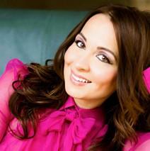 Szekeres <b>Adrien magyar</b> énekesnő, dalszerző. Énekhangja drámai szoprán ... - 20130527-ez-zsir-a-paleolit-dietara4-212x213