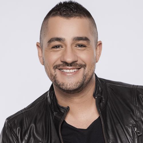 """Molnár Ferenc """"Caramel"""" Fonogram-díjas magyar énekes. A TV2 Megasztár című  tehetségkutató műsorának 2. szériájának győzteseként vált népszerűvé. cd7eec78b0"""